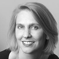 Leslie Pietrzyk headshot